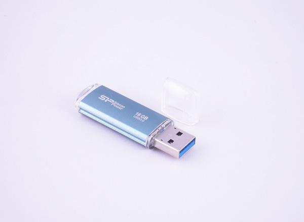 シリコンパワー USB3.0フラッシュメモリ