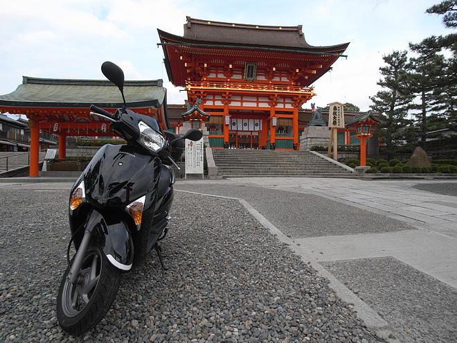 Honda リードEXと伏見稲荷